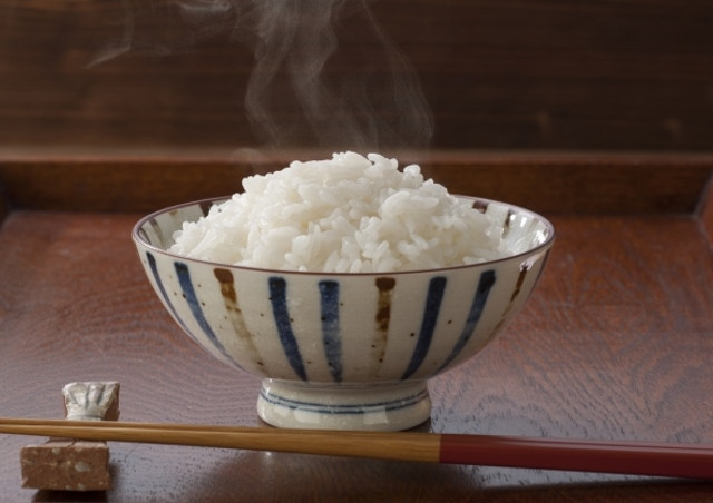 海外の方にも喜ばれるひとめぼれを精米料金無料で玄米から白米にしてお届け!
